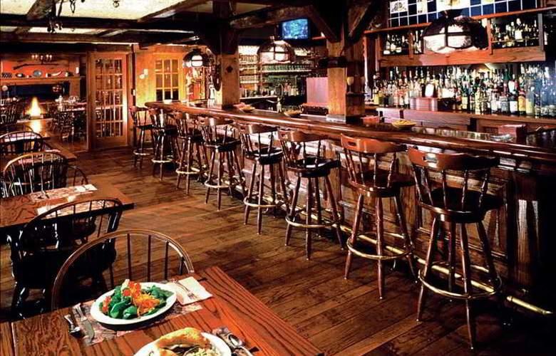 Dan'l Webster Inn - Bar - 13
