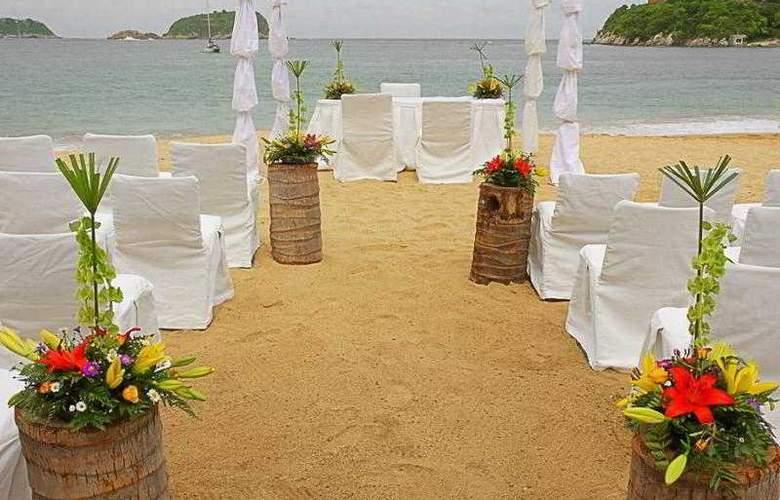 Las Brisas Huatulco - Beach - 14