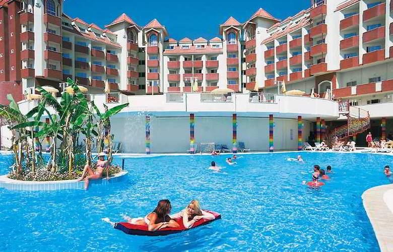 Serenis Hotel - Pool - 11