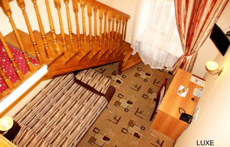 Deluxe Hotel - Room - 18