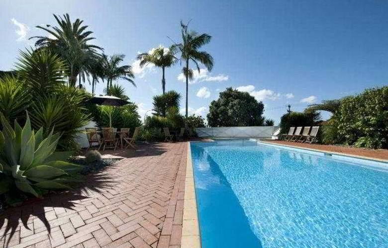 Scenic Hotel Bay of Islands - Pool - 3