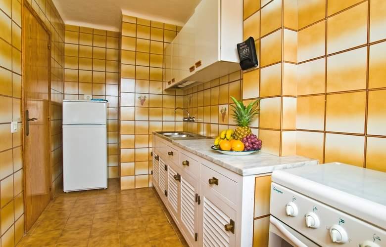 Apartamentos Art - Room - 6