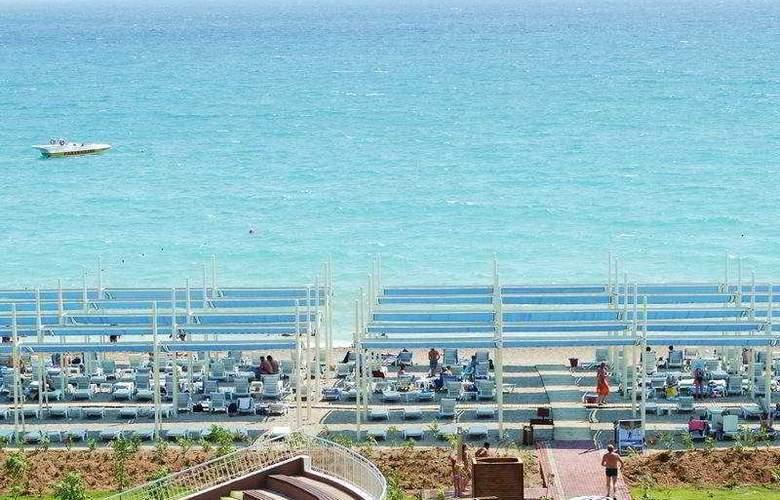 Sea World Resort & Spa - Beach - 7