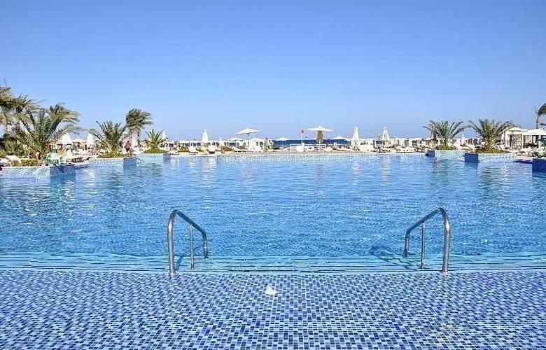 Premier Le Reve Hotel & Spa - Pool - 3