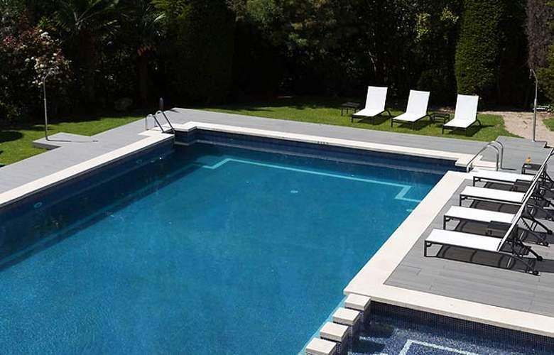 AC Hotel Sant Cugat by Marriott - Pool - 13
