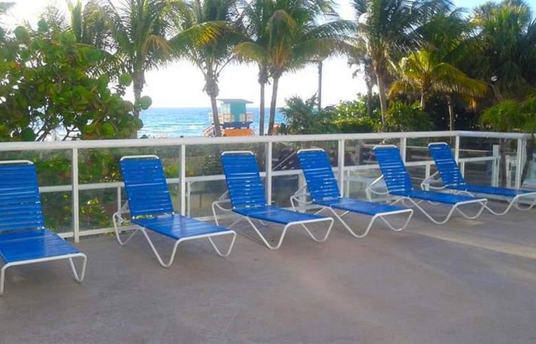 Best Western Plus Atlantic Beach Resort - Pool - 81