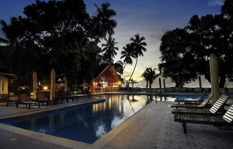 Berjaya Beau Vallon Bay Beach Resort and Casino - Pool - 11