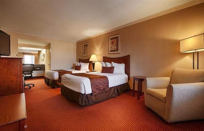 Best Western Plus Chula Vista Inn - Pool - 28