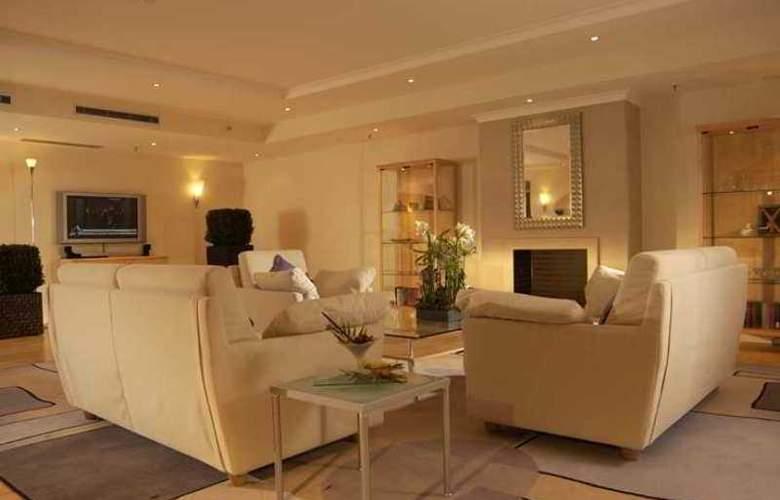 Hilton Dusseldorf - Hotel - 9