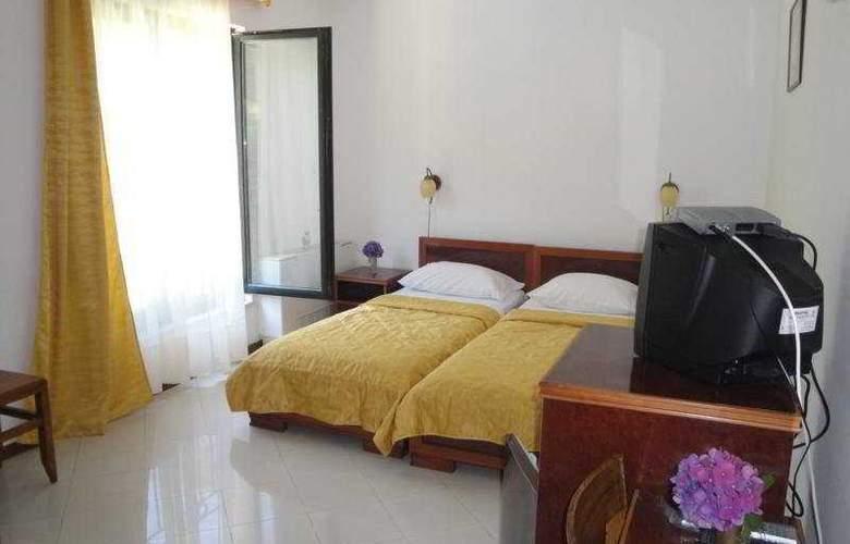 Danica - Room - 6