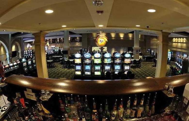 Best Western Plus Camrose Resort & Casino - Services - 30