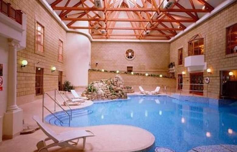 Marriott Tudor Park Hotel & Country Club - Pool - 11