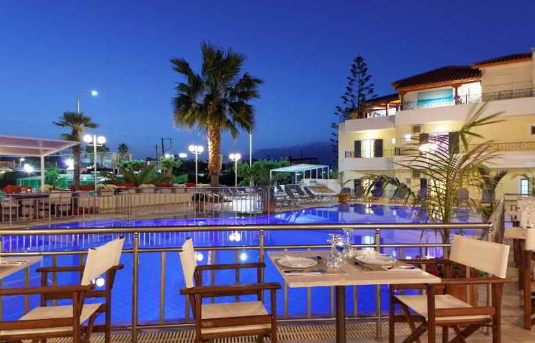 Philoxenia Hotel and Apartments - Hotel - 1