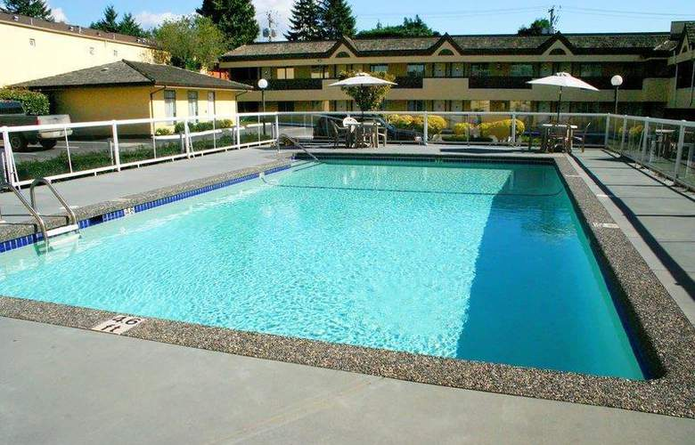 Best Western Capilano Inn & Suites - Pool - 35