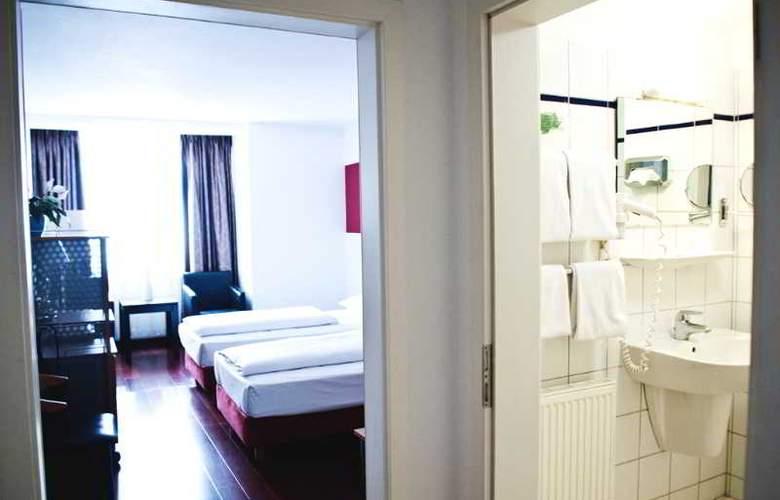 Batavia - Room - 5
