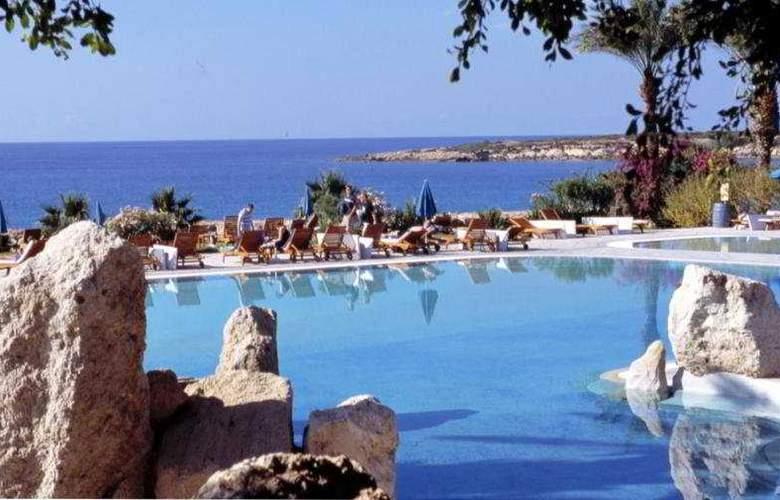 Coral Beach Hotel & Resort - Pool - 3
