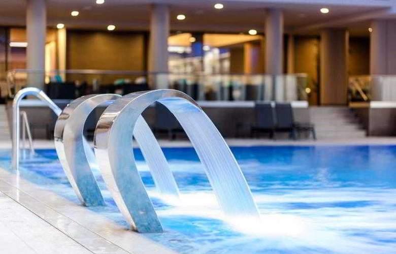 Ramada Parc - Pool - 19
