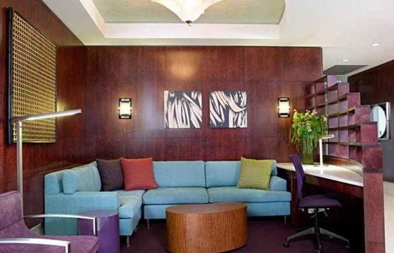 SpringHill Suites Philadelphia Airport - Hotel - 9
