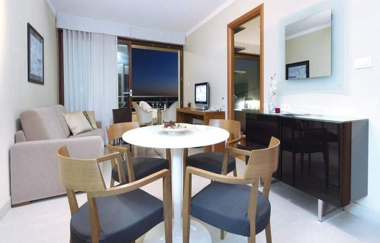 The Residence - Room - 11