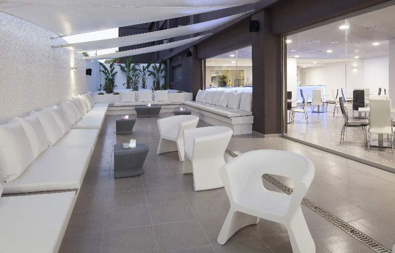 AxelBeach Ibiza Suites Apartments Spa and Beach Club - Adults Only - Bar - 37