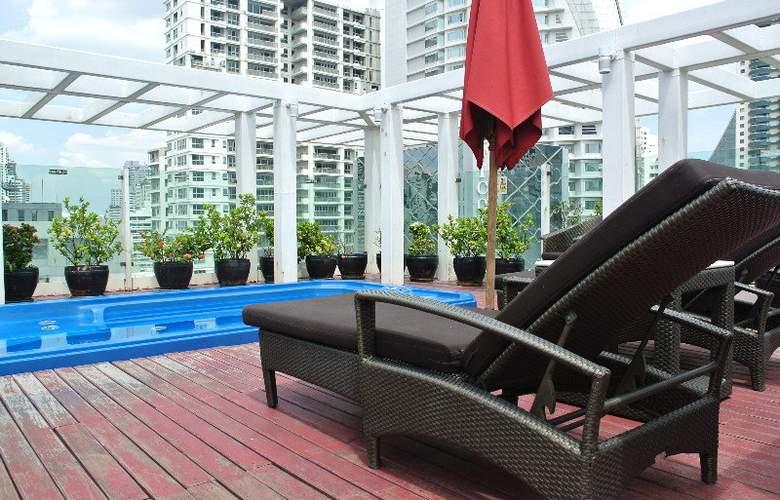 FuramaXclusive Asoke Bangkok - Pool - 4