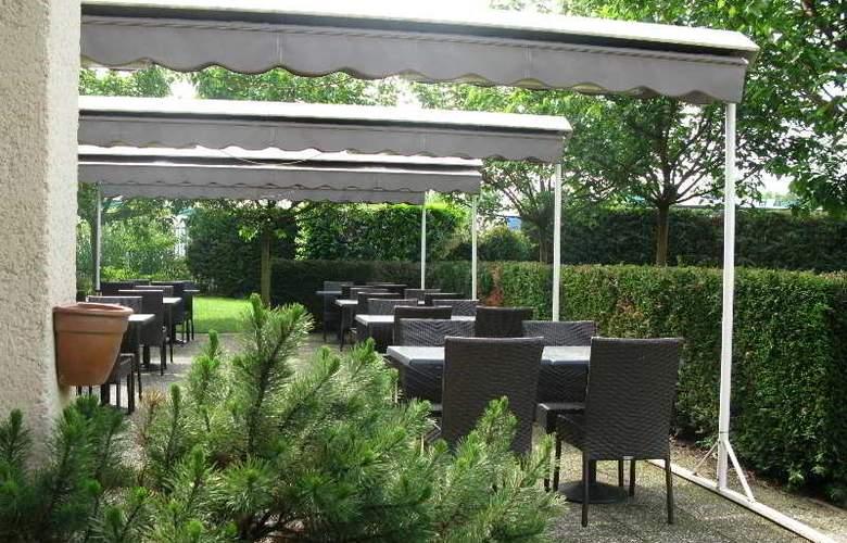 INTER-HOTEL LYON NORD - Terrace - 1
