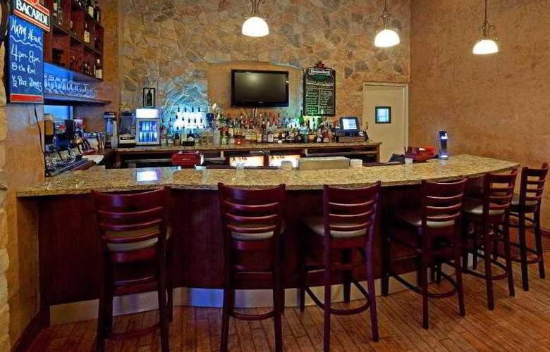 Holiday Inn Manhattan 6th Avenue - Bar - 24