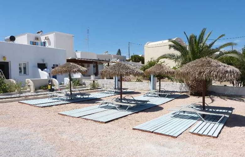 Black Sand Hotel - Terrace - 24