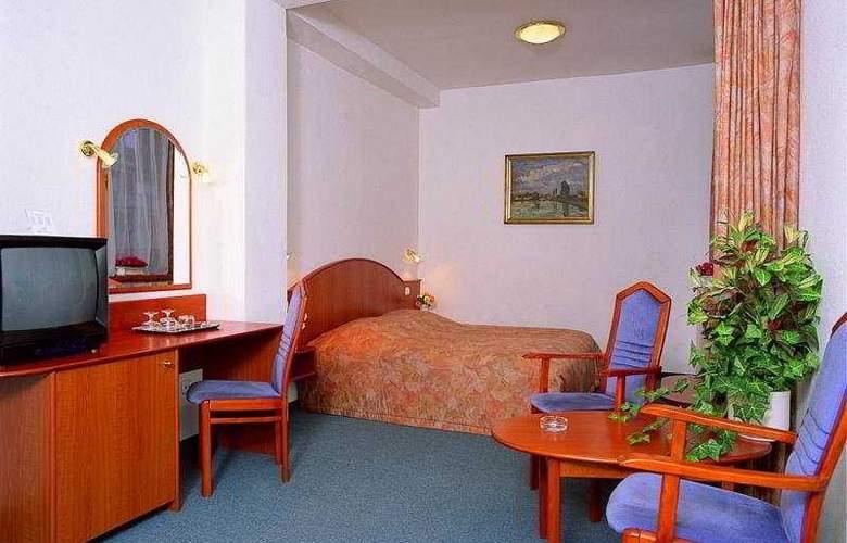Benczur - Room - 2