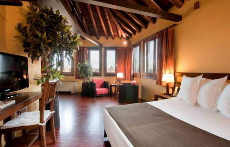 Abad Toledo - Room - 9