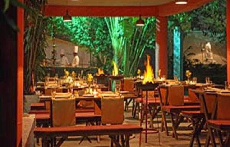 Clarks Varanasi - Restaurant - 7