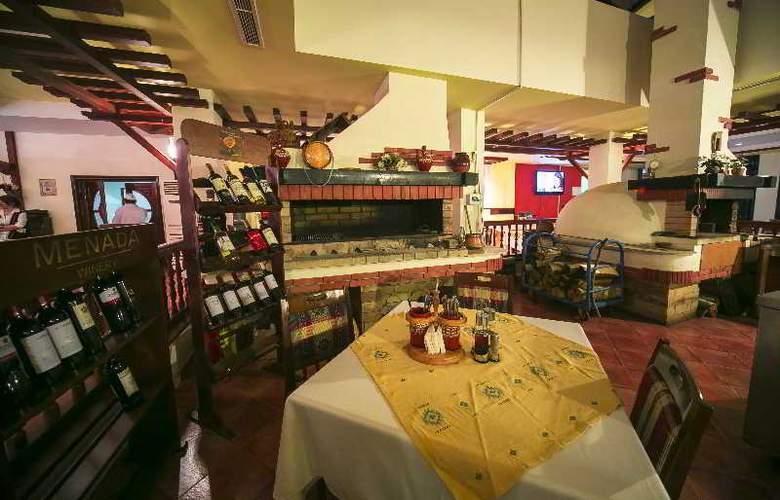 Spa Hotel Devin - Restaurant - 22