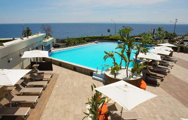 Four Points by Sheraton Catania Hotel & Conference - Pool - 21