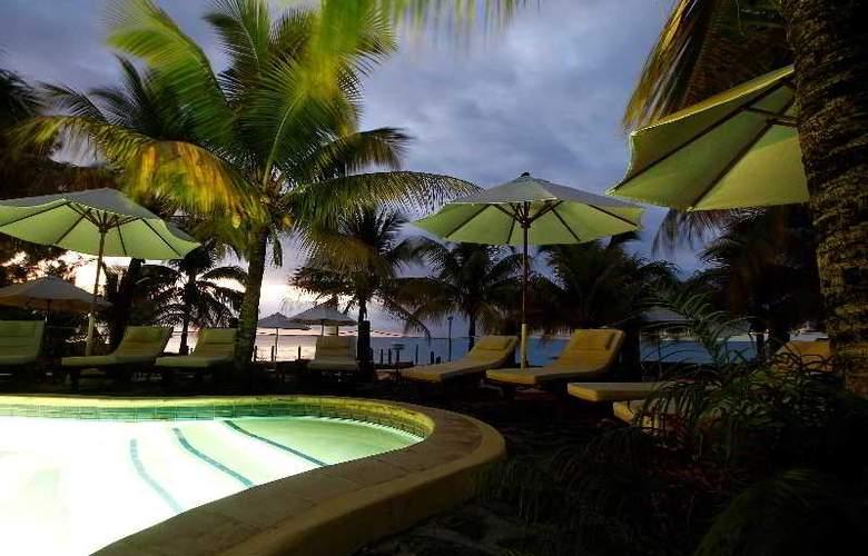 Hibiscus Beach Resort & Spa - Pool - 7