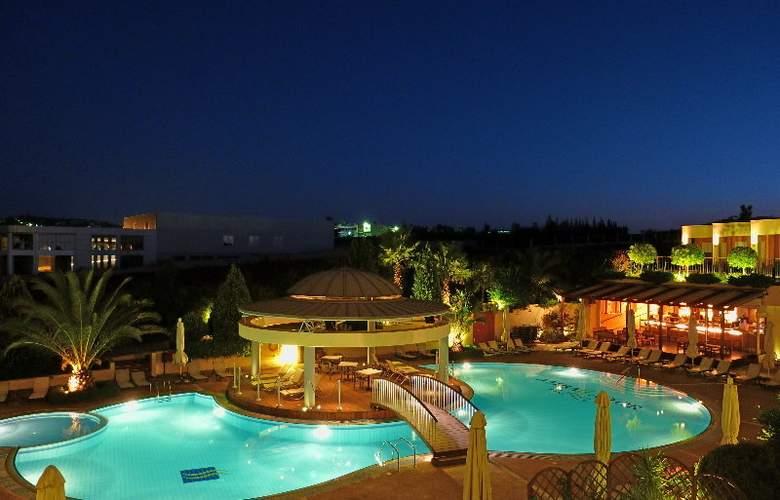 Ambassador Hotel - Pool - 3
