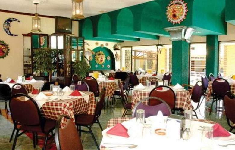 Villa del Sol and Suites - Restaurant - 11