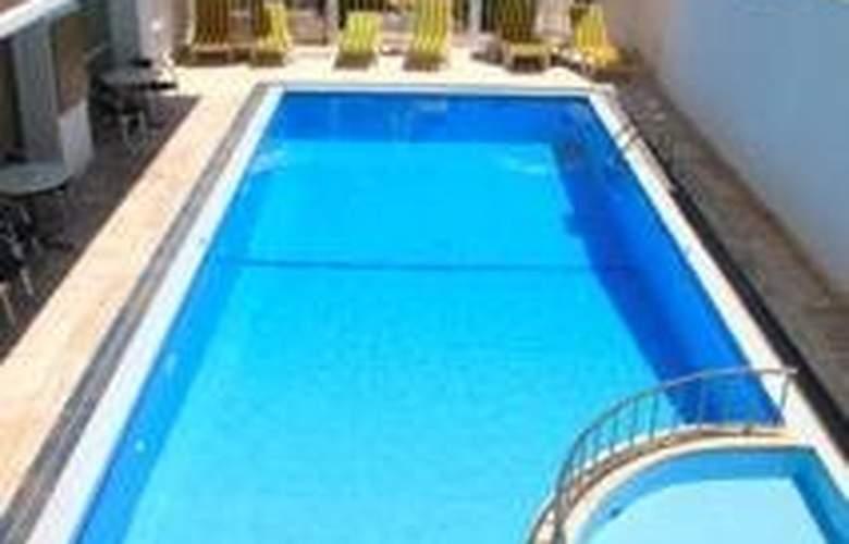 Zephyros - Pool - 9