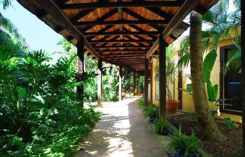 Best Western Emerald Beach Resort - Hotel - 4