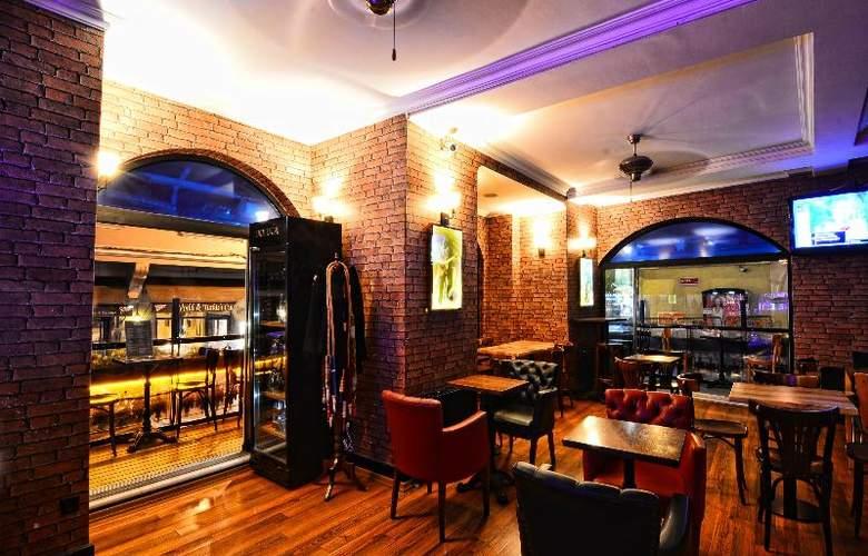 Santa Ottoman - Bar - 13