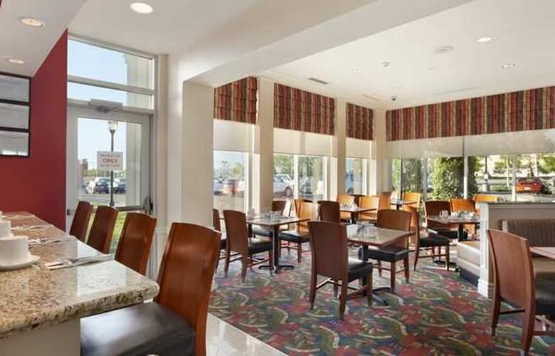 Hilton Garden Inn West Edmonton - Restaurant - 6
