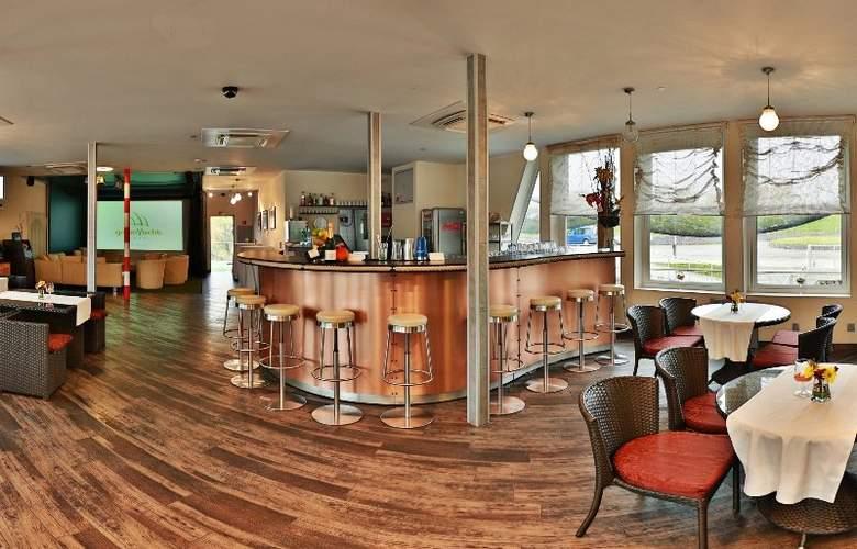 GreenYacht Prague Hotel - Bar - 7