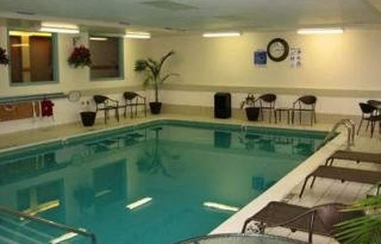Sleep Inn & Suites (Grand Rapids) - Pool - 4