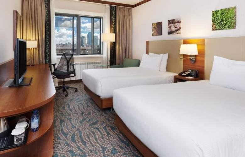 Hilton Garden Inn Astana - Room - 12