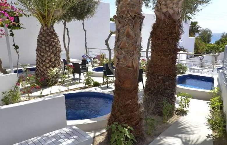 RK Beach hotel - Hotel - 7