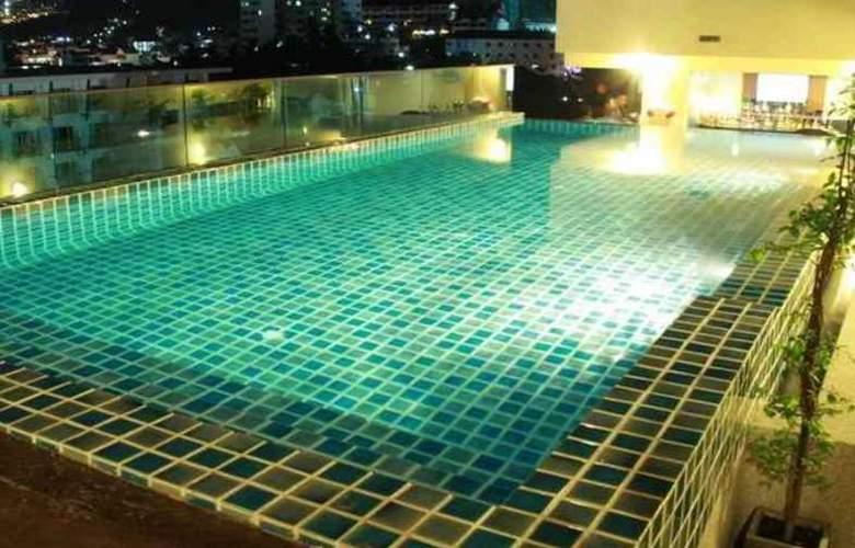 Hemingway's Silk Hotel - Pool - 3