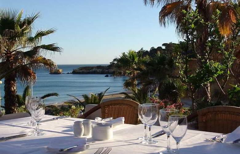 Grande Real Santa Eulalia Resort & Hotel Spa - Terrace - 5