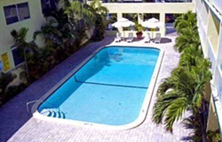 Best Western Oceanfront Suites - Pool - 6