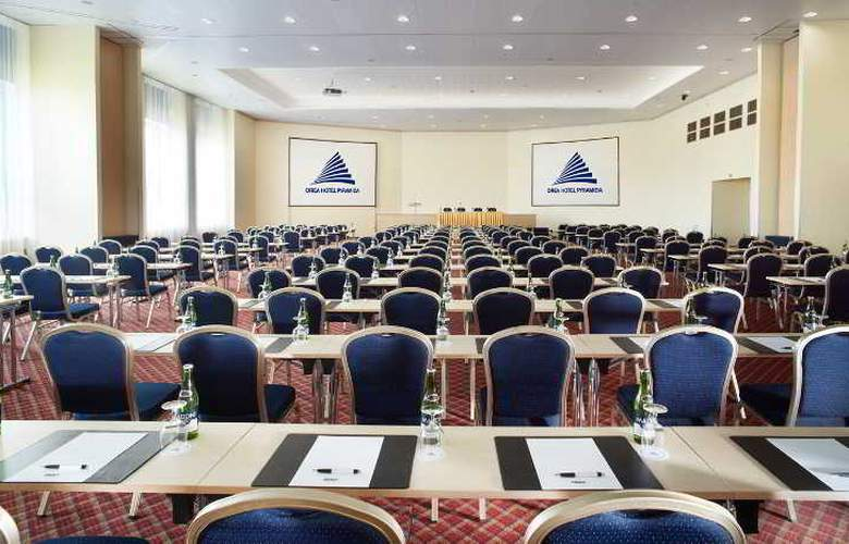 Pyramida - Conference - 14