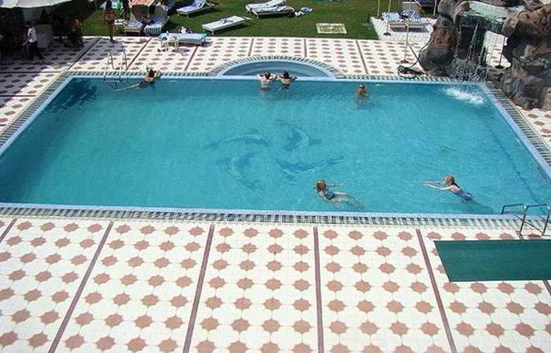 Surya - Pool - 8