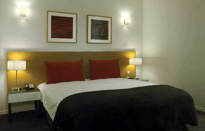 Adina - Room - 2
